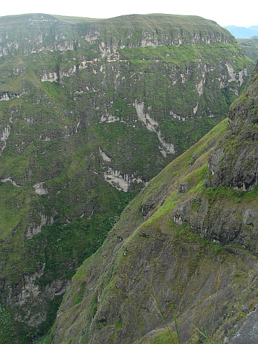 The gorges and cliffs in the mountains between Pasto and Popayán