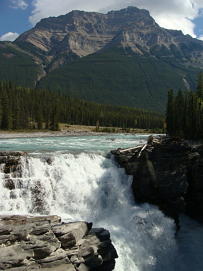 Landscape around the Icefields Parkway