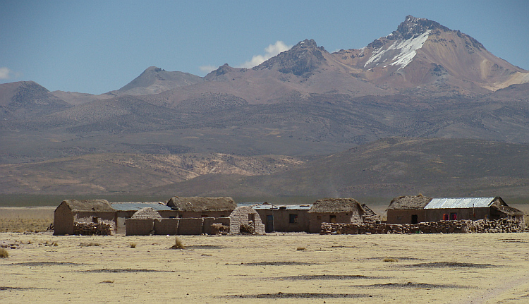 Settlement on the route to Sajama