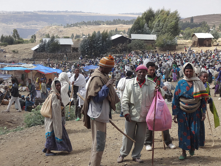 Market on the rim of the plateau