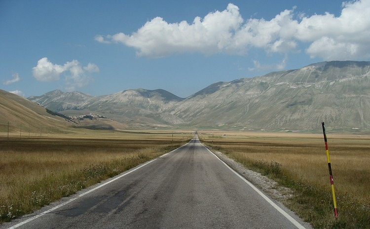 The road, the flatlands and the mountains. The Gran Piano and the Monti Sibillini, Umbria