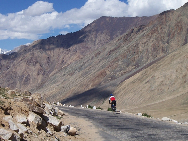 Sixty kilometers downhill to the Shyok & Nubra Valleys