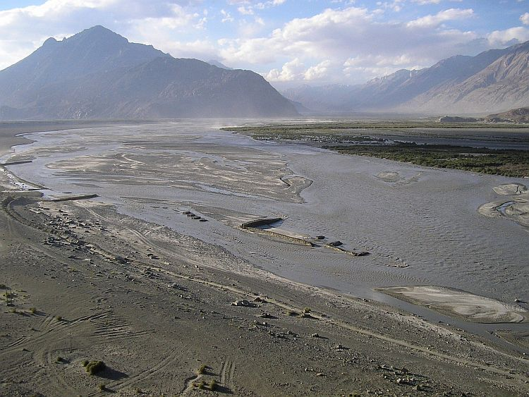 Immense flatlands at the confluence of the Shyok & Nubra Rivers