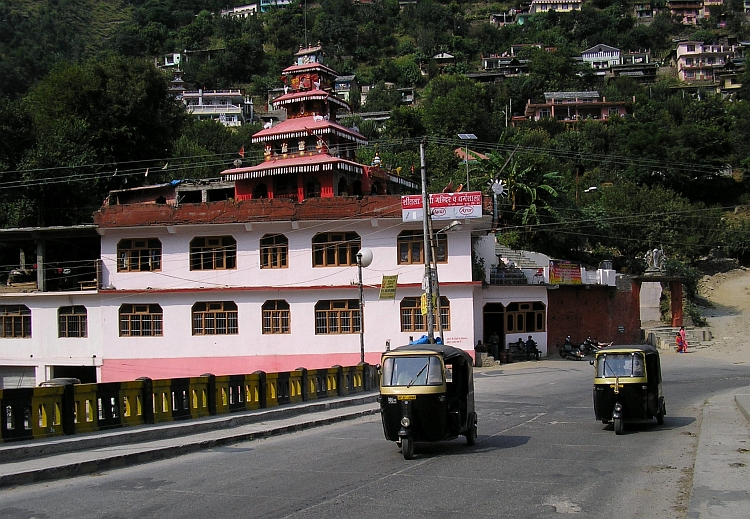 Indian style cabs with Hindu temple, Kullu