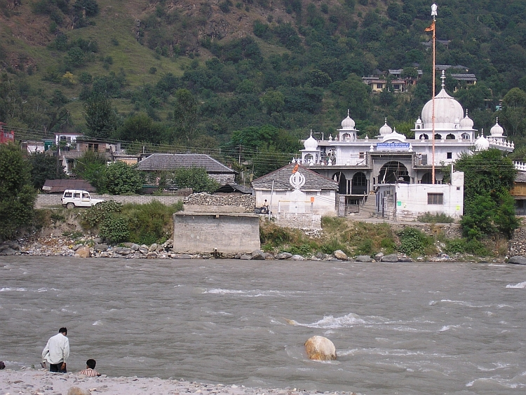 Beas river with Sikh temple, Bhuntar