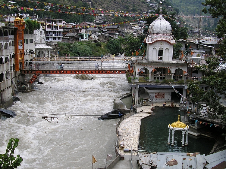 Manikaran, Where Shiva's wife Parvati shed her Holy tears