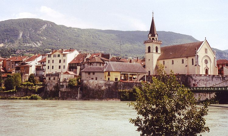 Seyssel and the Rhône, between High Jura and the Alps