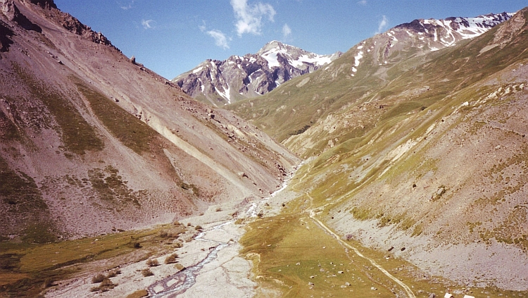 Great mountain scenery in the ascent to the Galibier