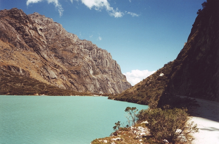 The turquoise waters of the lower LLanganuco lake