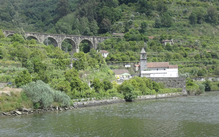 The Douro with railroad bridge near Ribadouro
