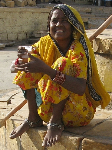 Young woman in Jaisalmer. Picture by Willem Hoffmans