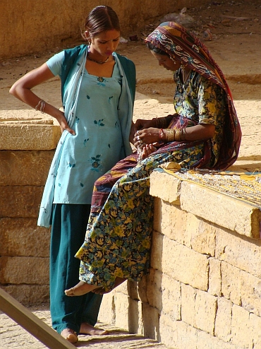Young women, Jaisalmer