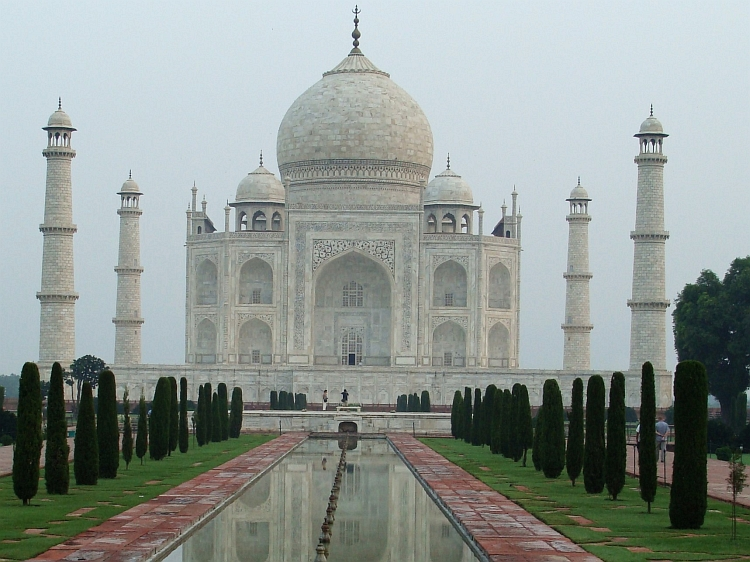 Just like the all-familiar pictures: The Taj Mahal in Agra