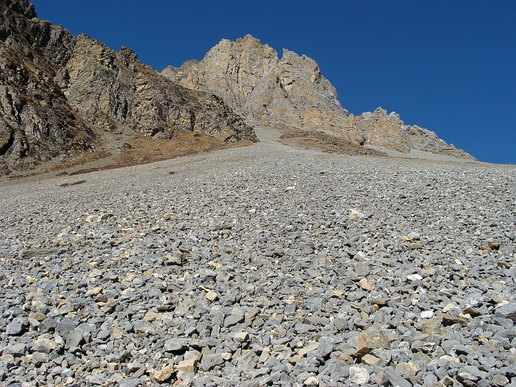 The scree slopes of Thorang Phedi